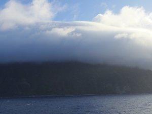 霧に包まれる御蔵島