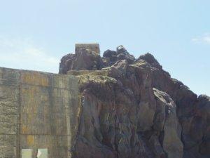 岩場の鳥居