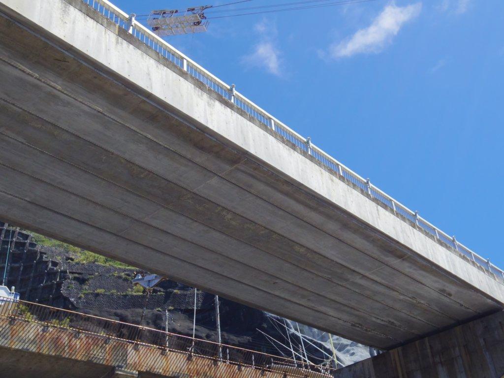 下からの青翔橋