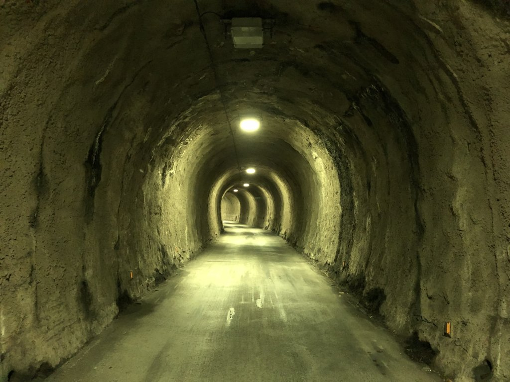 平成流し坂トンネル内部
