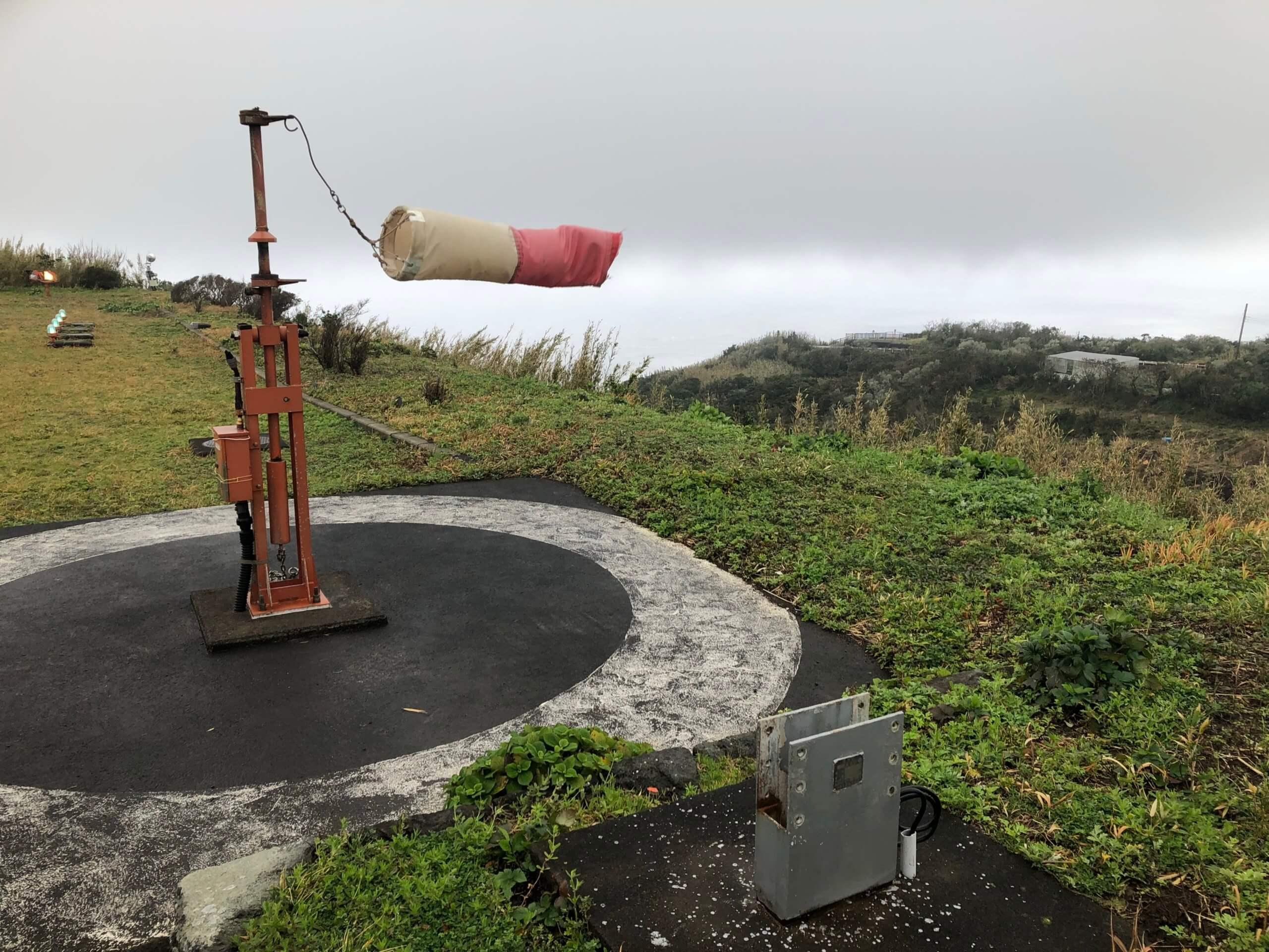 青ヶ島ヘリポートの旗