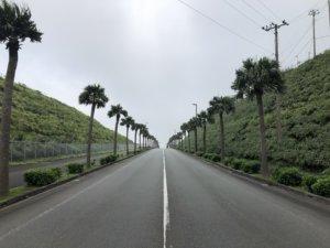 空港前の道路