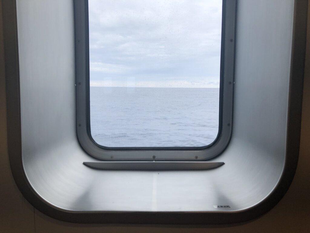 あおがしま丸の船窓