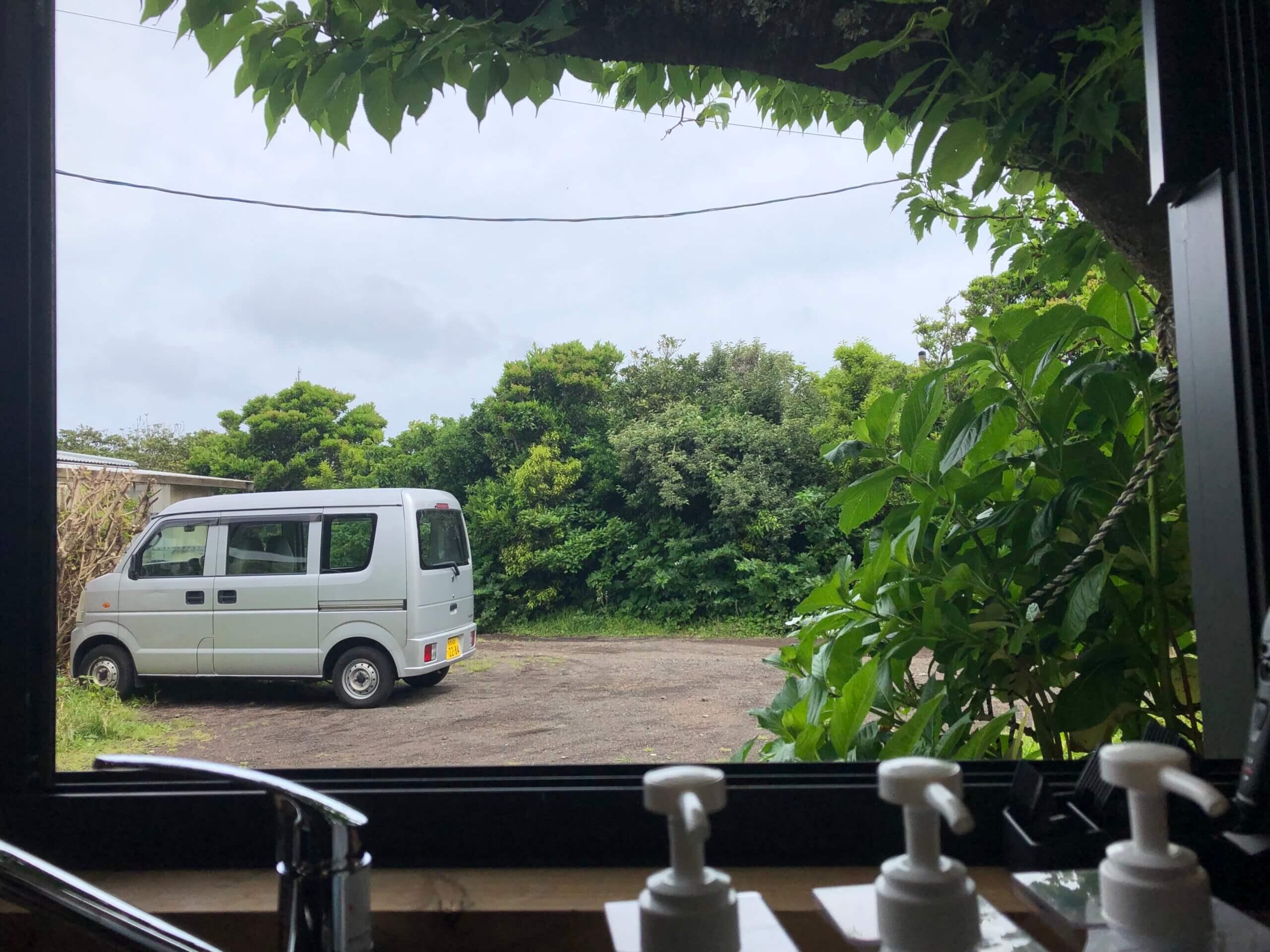 青ヶ島の美容室の窓